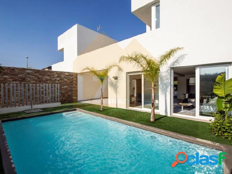Villa 3 bedrooms, garage, basement and pool.Modern style