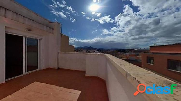 Ático de 33 m2 con una habitación y amplia terraza
