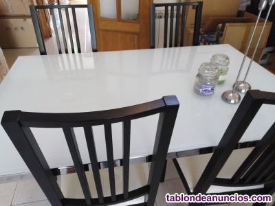 Mesas y 4 sillas