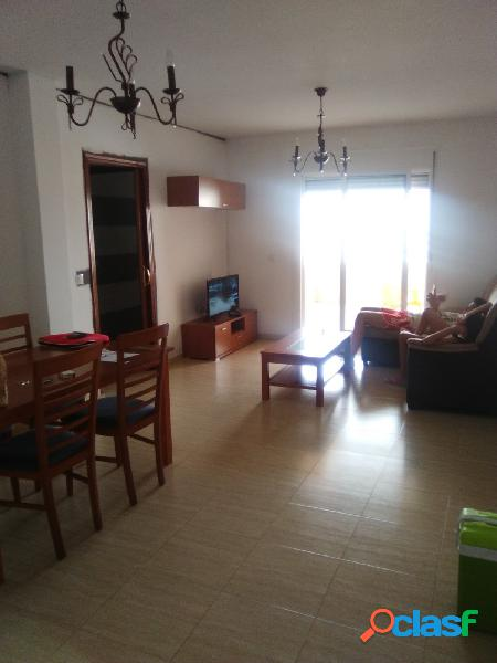 Se alquila piso de 2 dormitorios en Av. Pedro Muñoz Seca