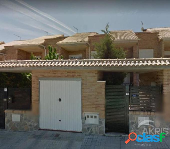 CHALET ADOSADO DE 198 M3 CON 3 DORMITORIOS, PARCELA, GARAJE