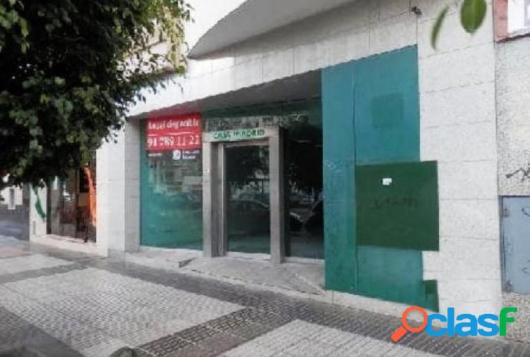 OPORTUNIDAD PROCEDENTE DE BANCO - LOCAL COMERCIAL CON PLAZAS