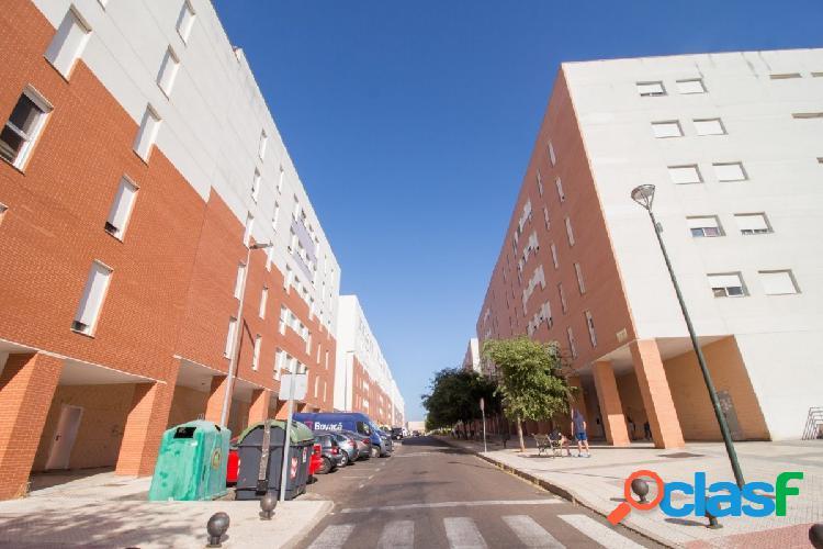 Piso en Cerro Gordo de tres dormitorios, baño, aseo y plaza