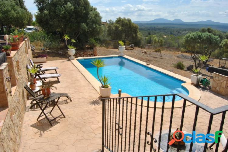 chalet-villa con piscina y una de las mejores vistas a la