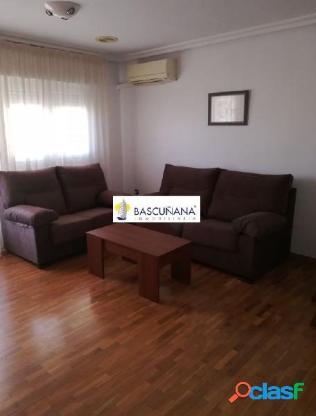 Alquiler de apartamento en San Anton, zona jardín de la