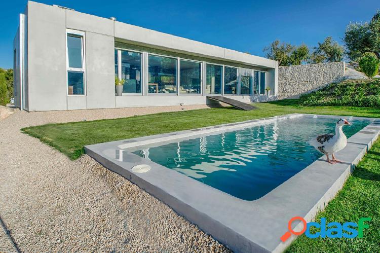 Excepcional villa de estilo moderno situada en una hermosa