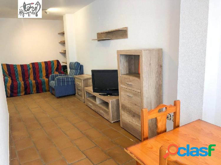 Se vende piso de dos dormitorios en el centro de Conil