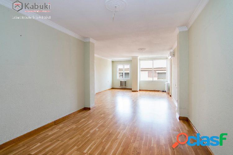 amplio piso en última planta con calefacción central, 3