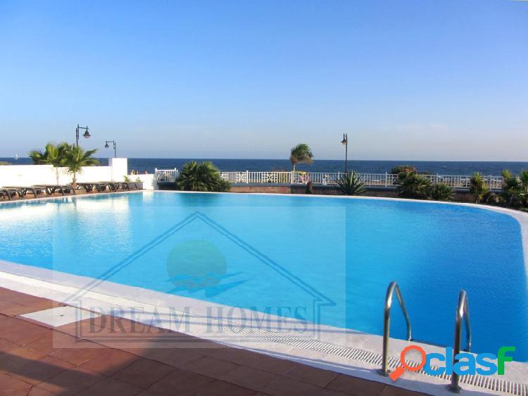 Apartamento con piscina comunitaria 1 Linea
