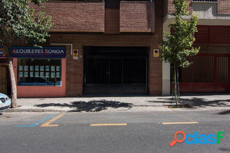 Plaza de Garaje junto Melchor Almagro.