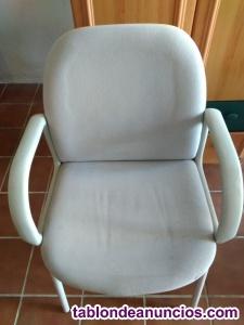 3 sillas de visita muy cómodas.