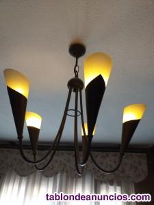 Se vende lámpara de salón de bronce de cinco brazoss