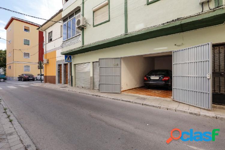Amplia plaza de garaje cerrada junto avenida Dilar