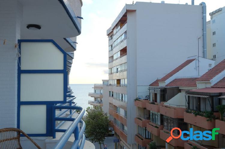 Apartamento reformado en segunda línea de playa