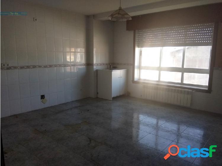 Se vende gran piso en el centro de A Laracha