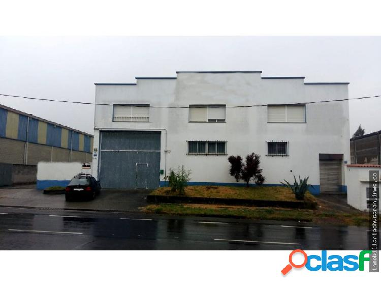 Se vende nave industrial en Carballo