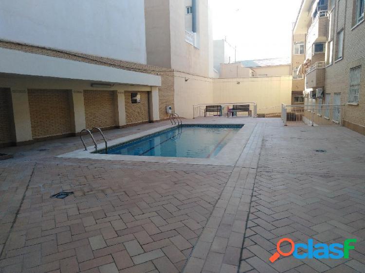 Se vende piso en urbanización con piscina en San Vicente