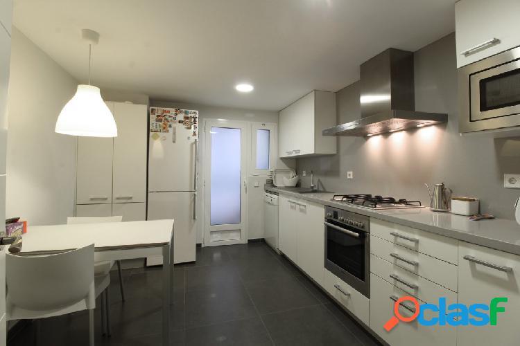 Se vende precioso piso con excelentes calidades en zona