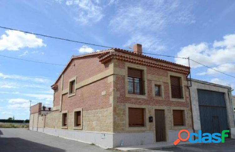 Urbis te ofrece una estupenda casa en La Vellés, Salamanca.
