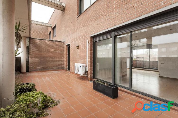 Ático Dúplex de 150m2 con una terraza de 30m2 y un balcón