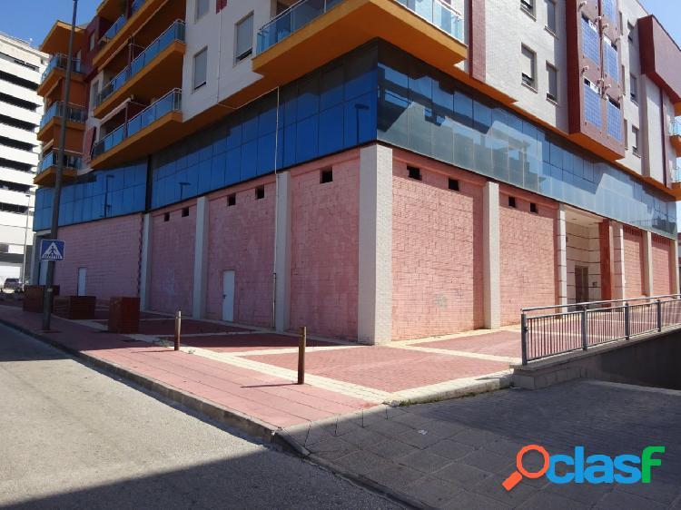 ++Local comercial + oficinas en entresuelo++ en Molina de