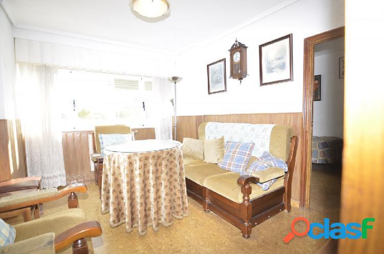Urbis te ofrece un interesante piso en zona La Vega,