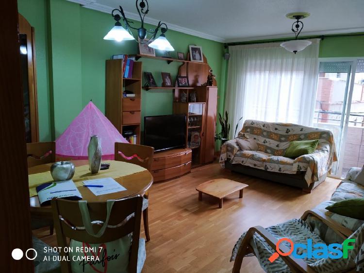 Amplio piso de 4 dormitorios con garaje. ¡¡Ocasión!!