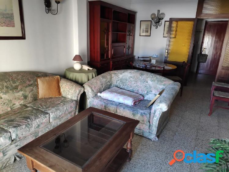 Bonito piso de tres dormitorios con terraza en La Laguna.
