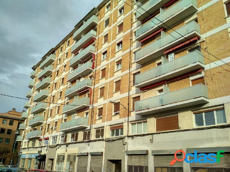 Se vende piso de 3 dormitorios en buena zona de Burlada.