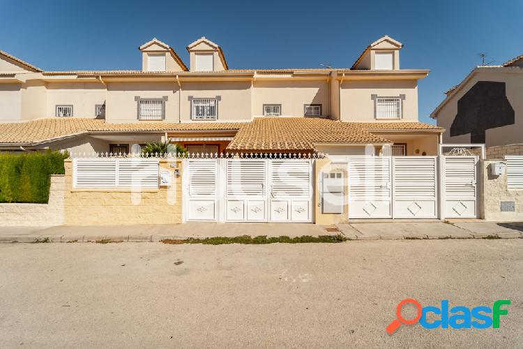 Chalet en venta de 175 m2 en Calle María Zambrano, 16140