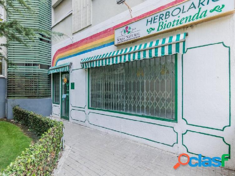 Local comercial con 2 fachadas a Av. Baunatal en San