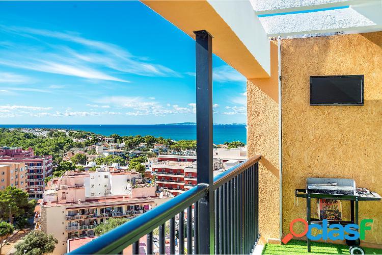 Se vende apartamento con terraza y vistas al mar, en