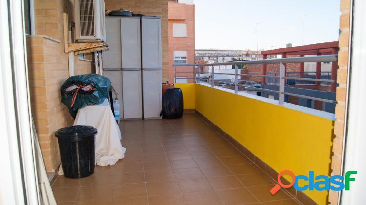 Se vende piso en las 500 viviendas con terraza, 3