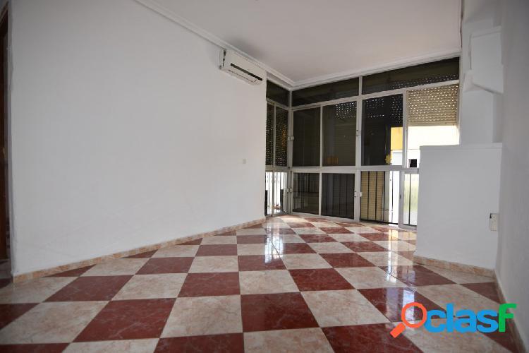 Se vende piso para reformar en las Comunidades