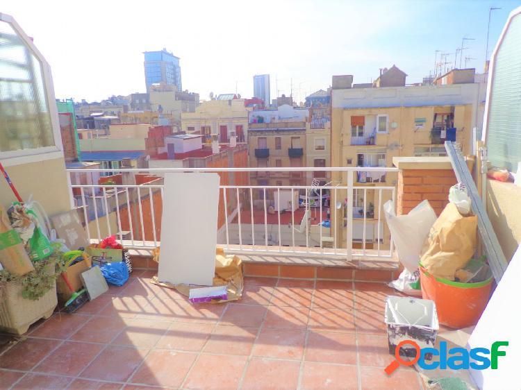 Ático reformado en la Vila de Gràcia de 35m2 con terraza