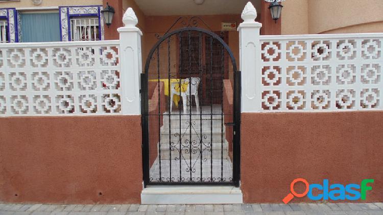 Apartamento planta baja de 2 dormitorios en Torrevieja.