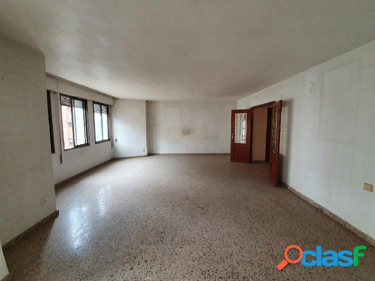 Espectacular piso a la venta en la avenida Daniel Gil de