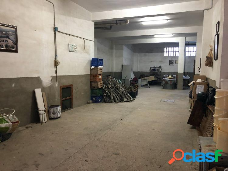 Local comercial con patio en el Llombo