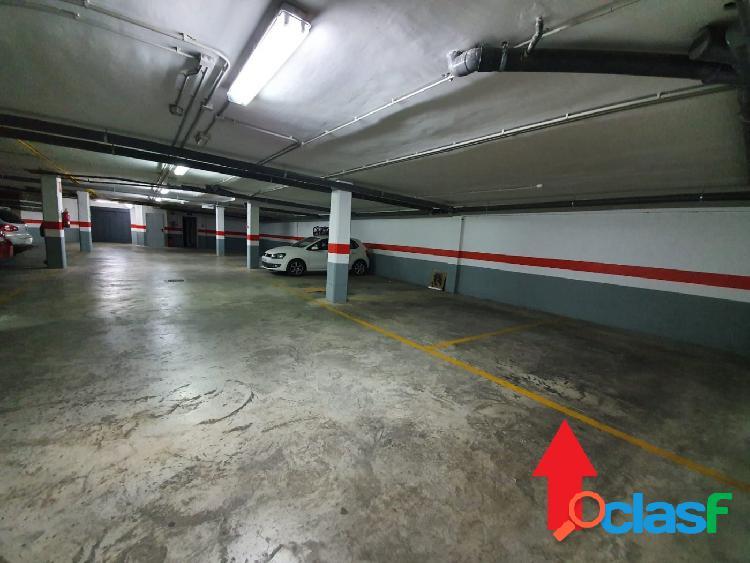 Plaza de garaje grande a la venta en zona Campanar