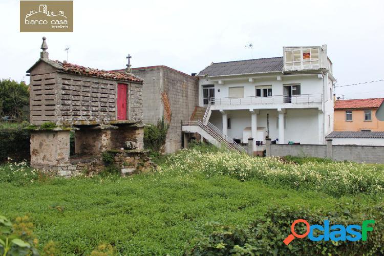 Casa con terreno a 600 metros del centro de Ponteceso