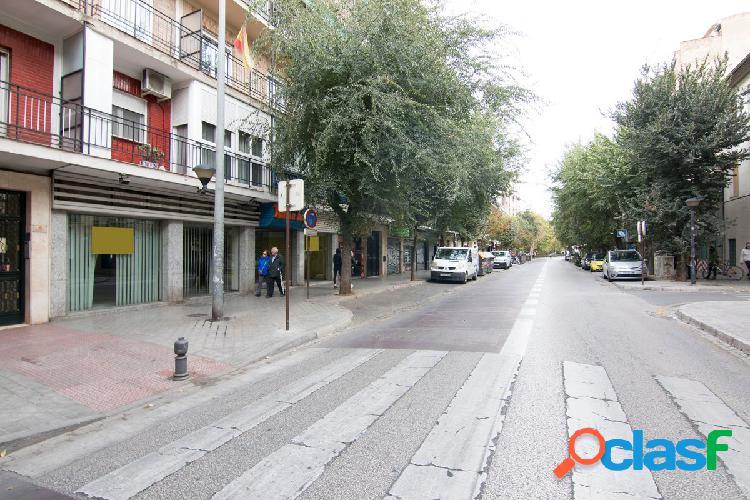 Gran local comercial situado junto a la Plaza San Isidro