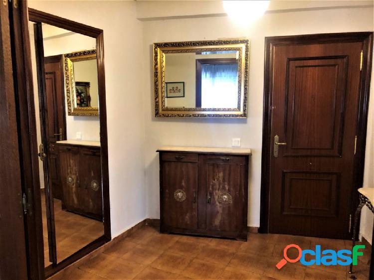 Venta de vivienda de cuatro habitaciones y dos baños