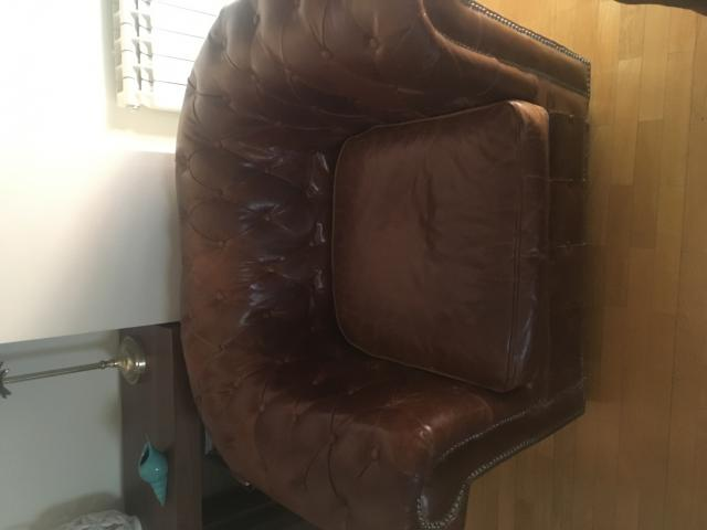 en venta un sofá chester individual