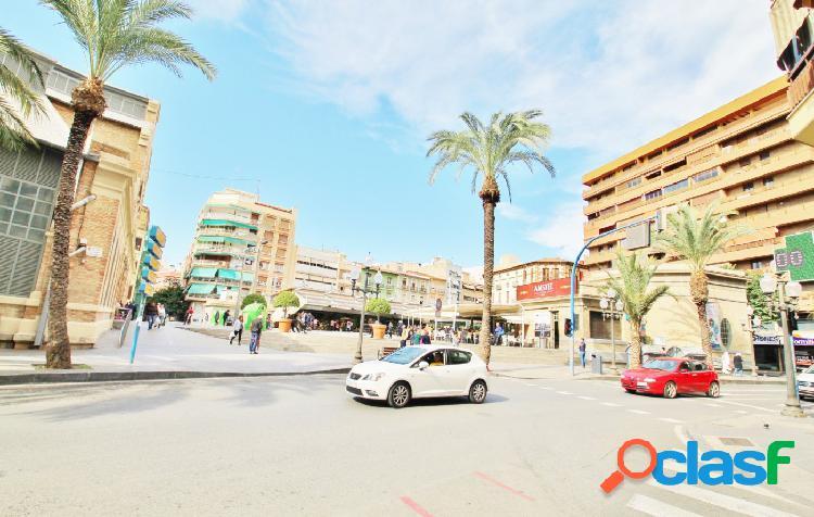 Muy luminoso. Vivienda en pleno centro de Alicante. Gran