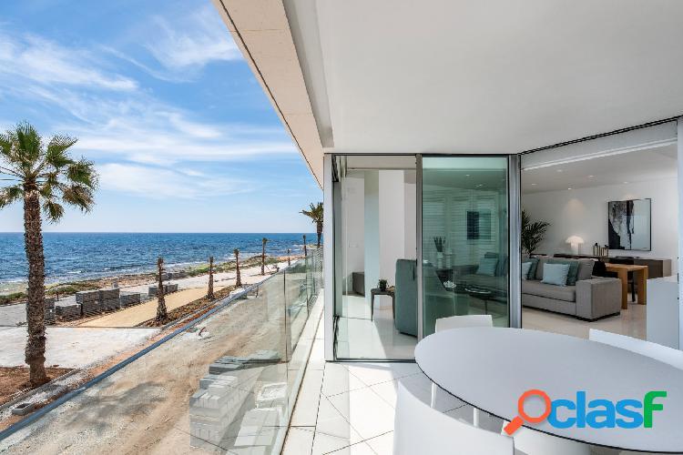 Espectacular obra nueva con vistas frontales al mar!