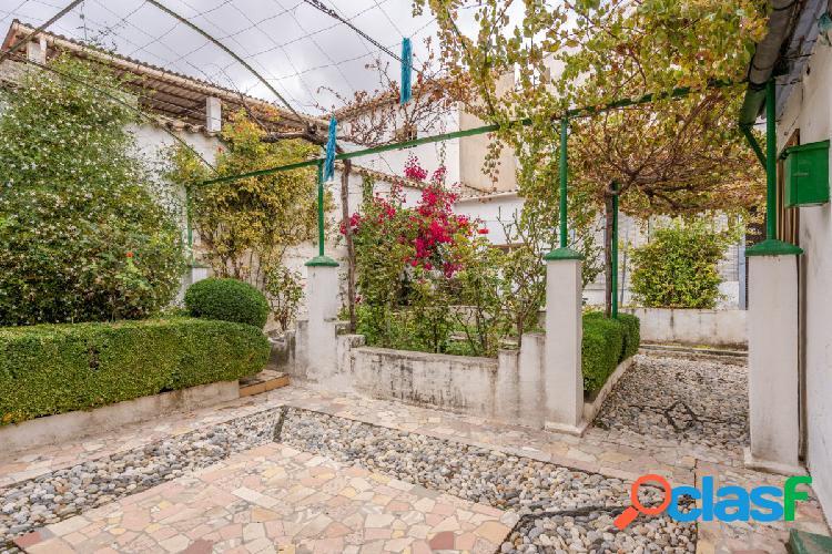 Fantástica casa de pueblo con un gran patio