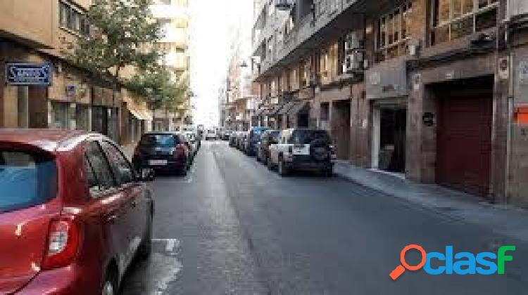 AMPLIA PLAZA DE GARAJE EN EL CENTRO DE ELDA, PARA DOS COCHES