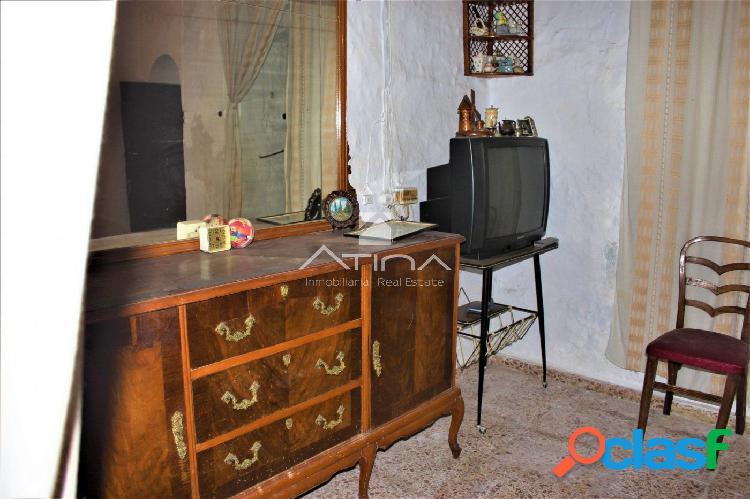 Casa para reformar situada en el pueblo de Villalonga,
