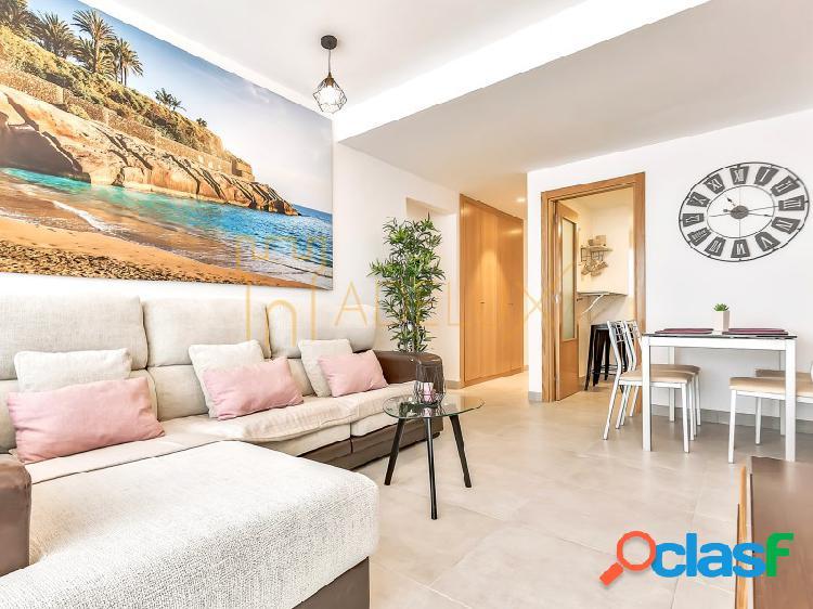 Apartamento moderno con vistas al mar en venta en El
