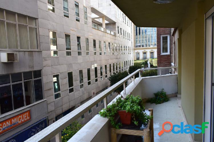 Magnifica vivienda en calle Méndez Núñez con terraza y